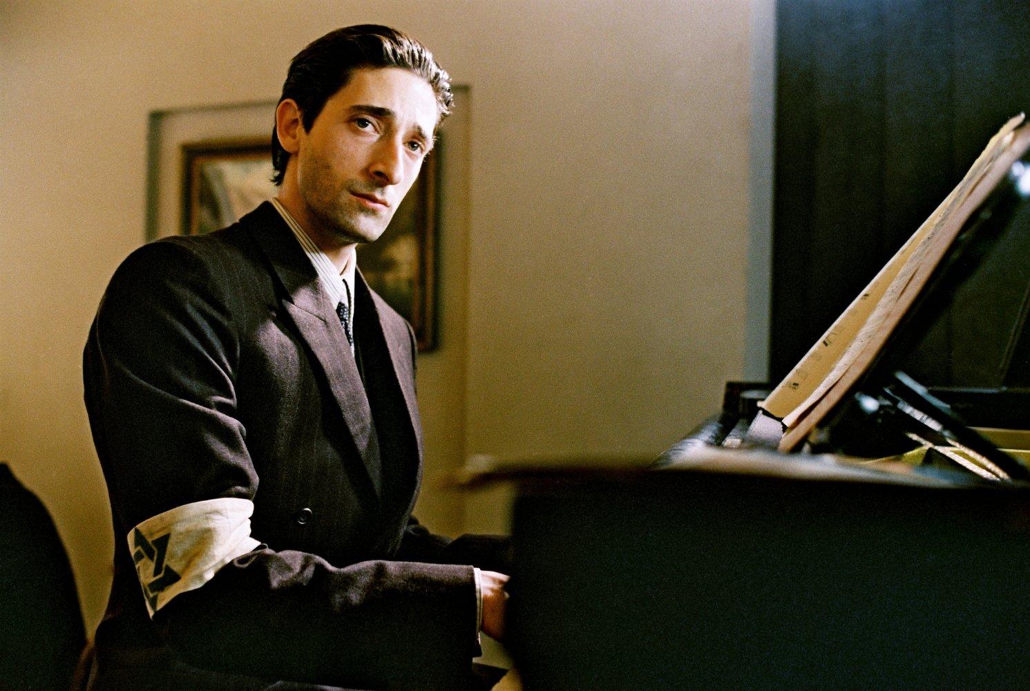 Чтобы сыграть польско-еврейского музыканта, Эдриен Броуди, актёр похудел на 15 килограммов всего за один месяц