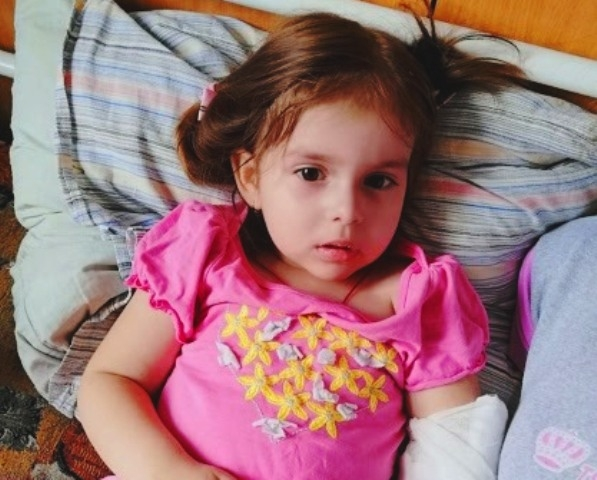 Онкохворій 4-річній дівчинці збирають гроші на лікування (ФОТО)