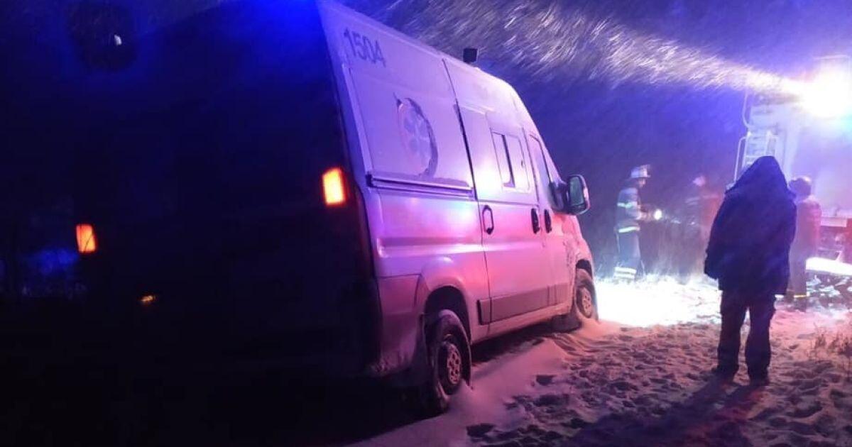 Немовля померло під час пологів у заметеному снігом селі: швидка застрягла в переметах