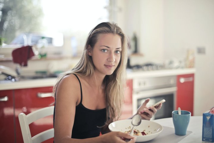 Блогерка снідала вівсянкою впродовж двох місяців – і ось як це вплинуло на її організм