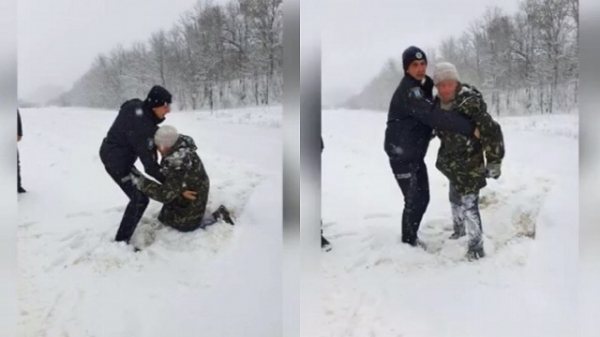 Лежав, присипаний снігом: біля Рівного патрульні врятували чоловіка від загибелі (ВІДЕО)