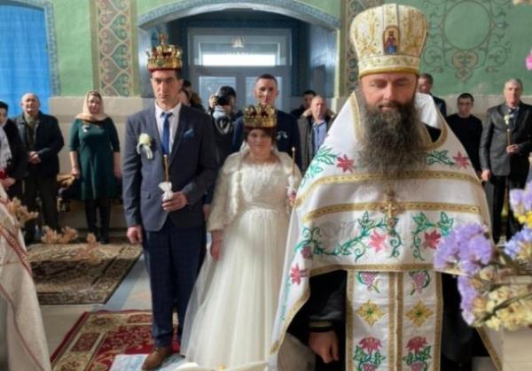 На Волині священник видав заміж сироту, яка росла при монастирі (6 ФОТО)