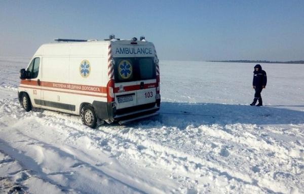 На Рівненщині фельдшер швидкої ніс пацієнта на спині понад 2 км (ФОТО)