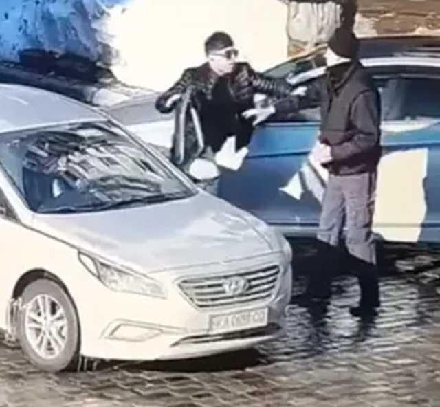 Появились подробности о водителе, убuвшеm двумя ударами пешехода в Киеве