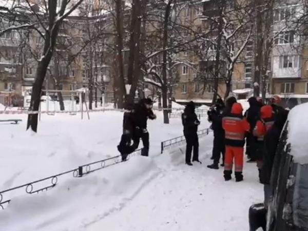 «6 секунд»: на дитячому майданчику у Києві загинув чоловік. Був вибух (ВІДЕО)