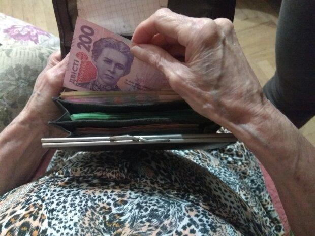 Одним — 85 грн, а іншим — 850: кого чекають нові надбавки в Україні