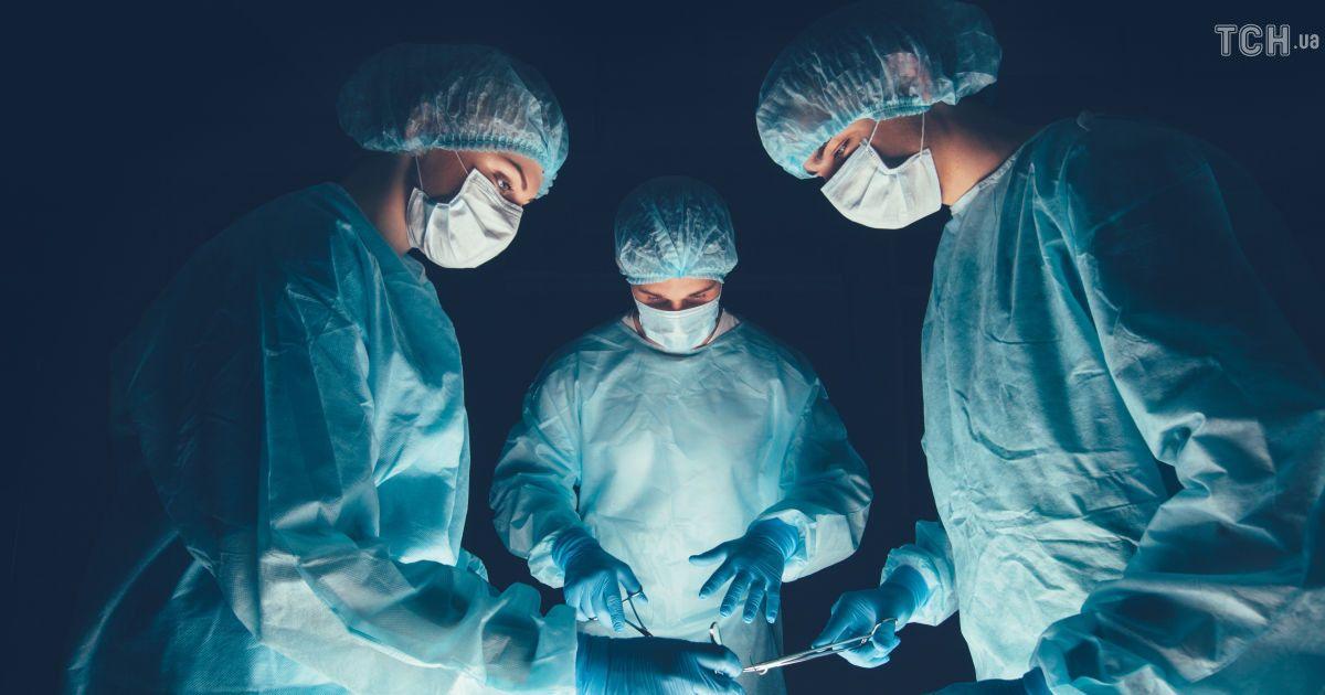 У Львові лікарі видалили жінці гіганстську пухлину вагою понад 30 кг