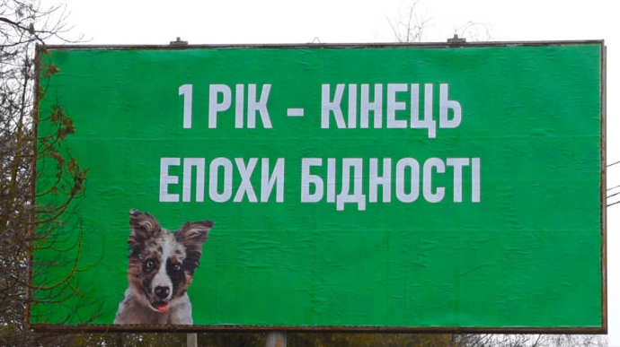 За месяц средняя зарплата в Украине уменьшилась почти на две тысячи гривен