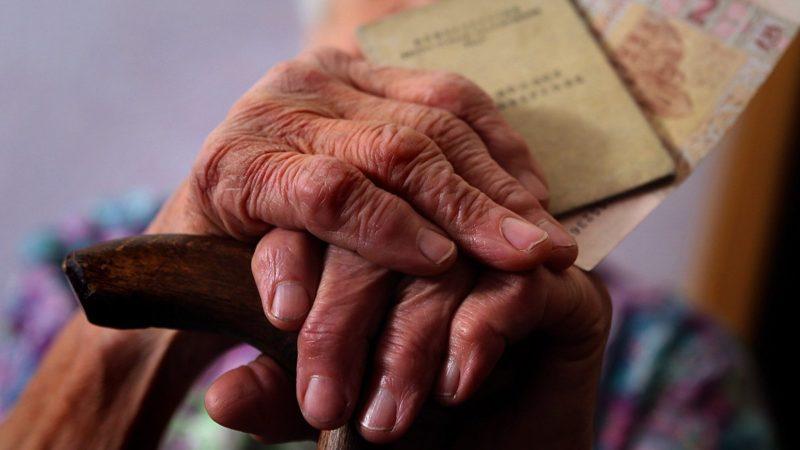 Украинцам через день начнут выдавать повышенные пенсии: кому прибавили 1000 грн