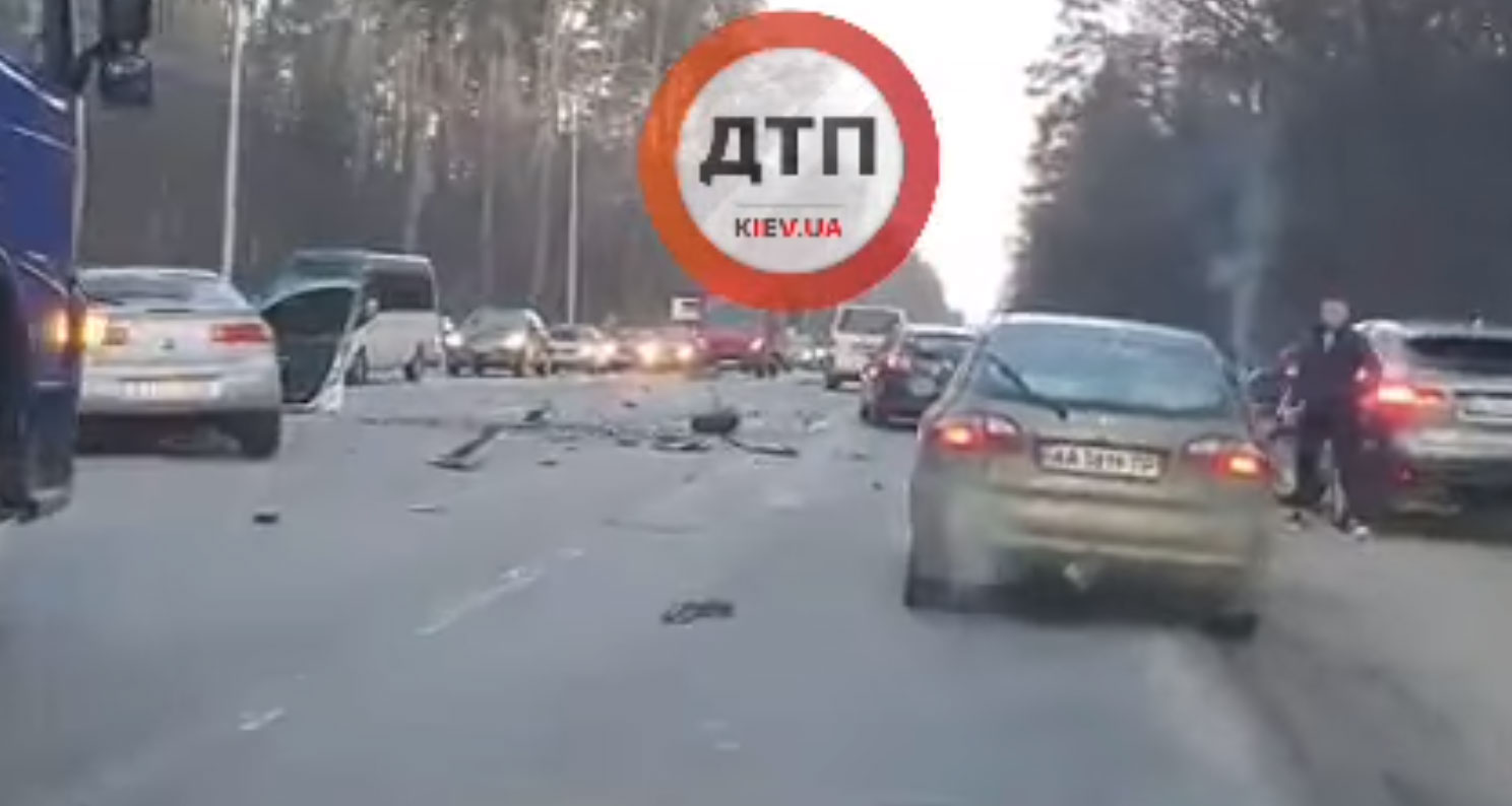 Смертельное ДТП на Гостомельском шоссе: движение для автомобилей парализовано. Фото. Видео