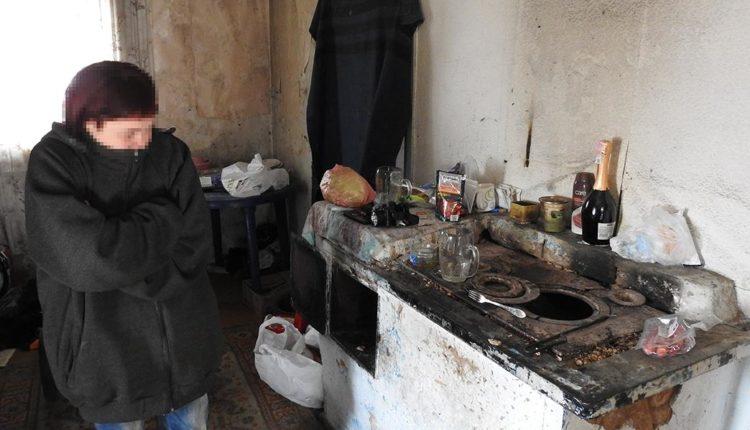 У Кам'янці-Дніпровській від холоду померло немовля, поки його мати пила пиво з сусідкою (ВІДЕО)
