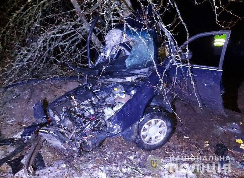 На Рівненщині підлітки розбилися на авто: один загинув, троє в реанімації