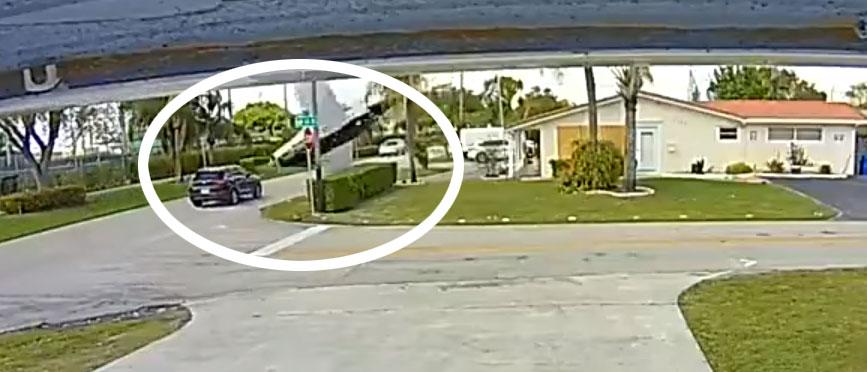 У Флориді літак впав на машину, в якій їхали мати і дитина (ВІДЕО)