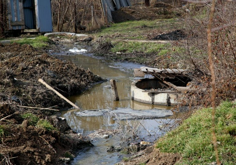Экологическая катастрофа. Днепрорудное тонет в фекалиях (фото, видео)