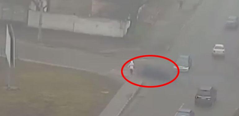 Жуткая авария в Каменском: тело девушки отбросило на десятки метров