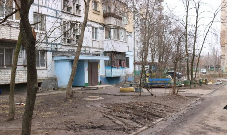 """Трагедия в Запорожье: 7-летняя девочка выпала из """"проклятой квартиры"""""""