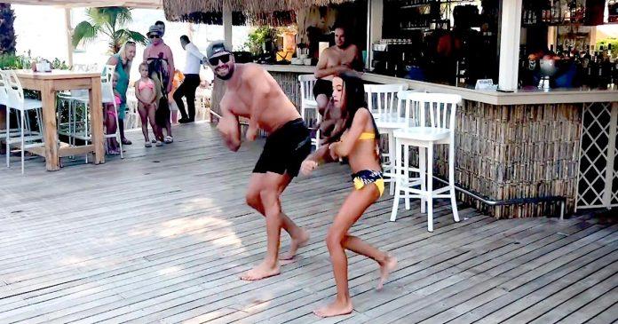 Папа И Дочка, Любители Зумбы, покорили отдыхающих в отеле своим танцем