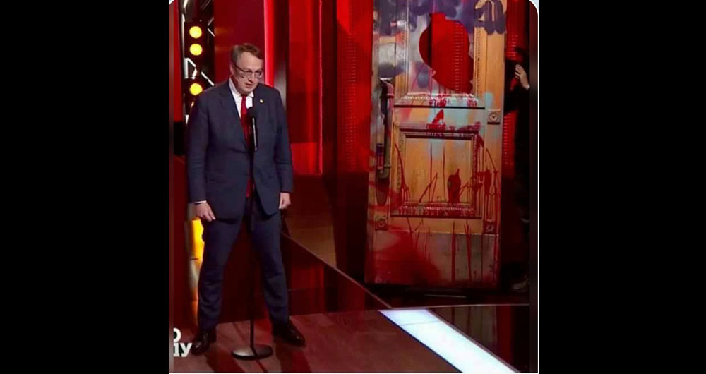 Вчора у Мосійчук-Скабеєвої: «Антон Геращенко. І двері. Двері від ОПи, оті розмальовані»