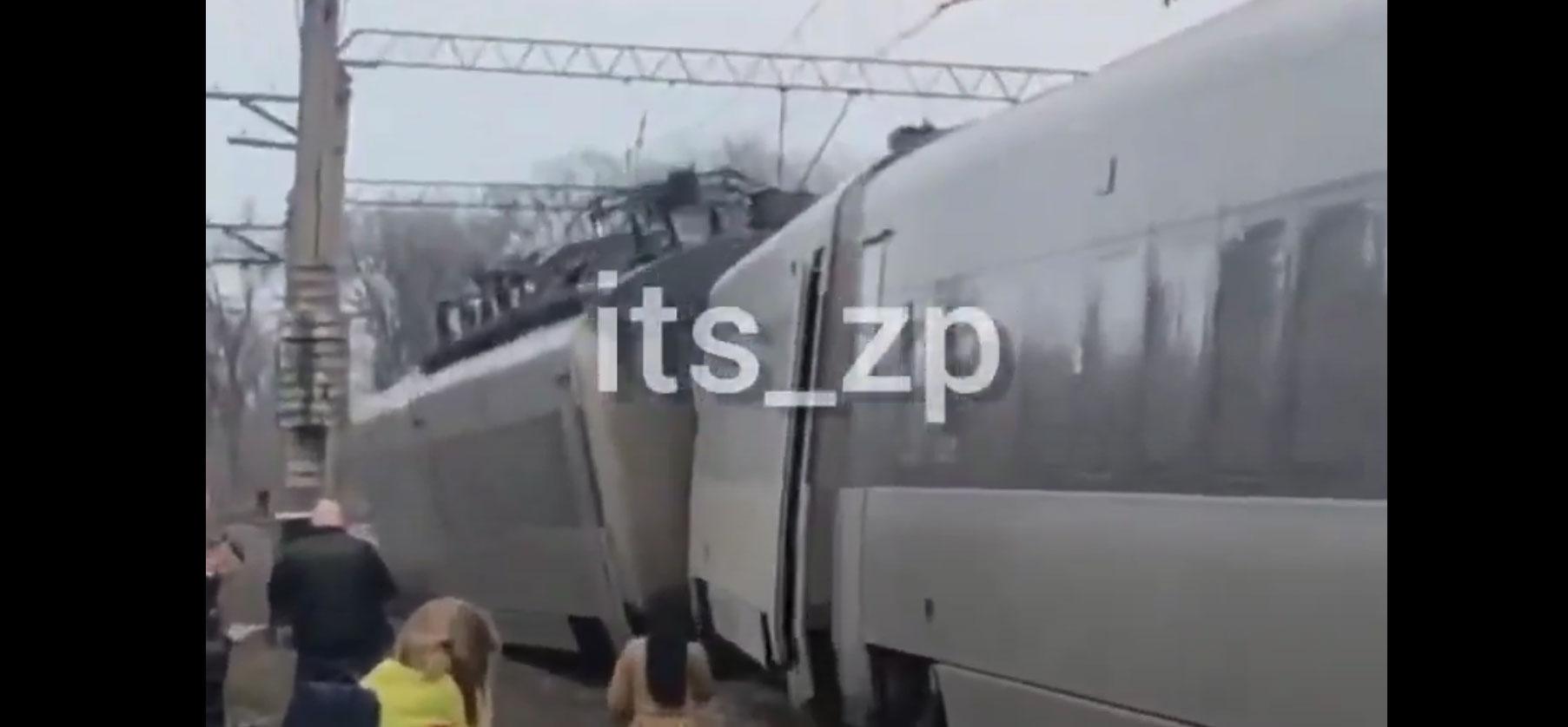 Поезд «Интерсити» сошел с рельс на пути из Киева в Запорожье. Видео