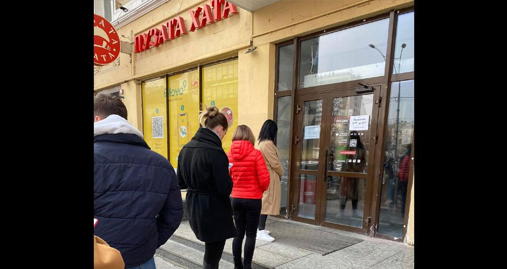 «Покупаю обед в госпиталь, ребята заказали вареников и борща. « Пузата хата». Отстояла очередь..» — Наталья Юсупова