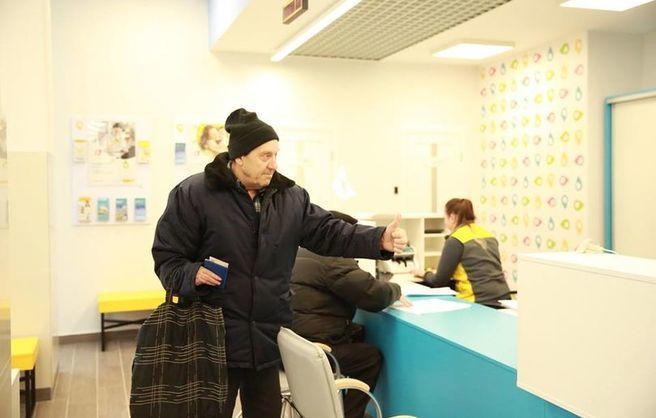 З вересня в банках буде людно: Кабмін переводить пенсіонерів з Укрпошти в банківські установи