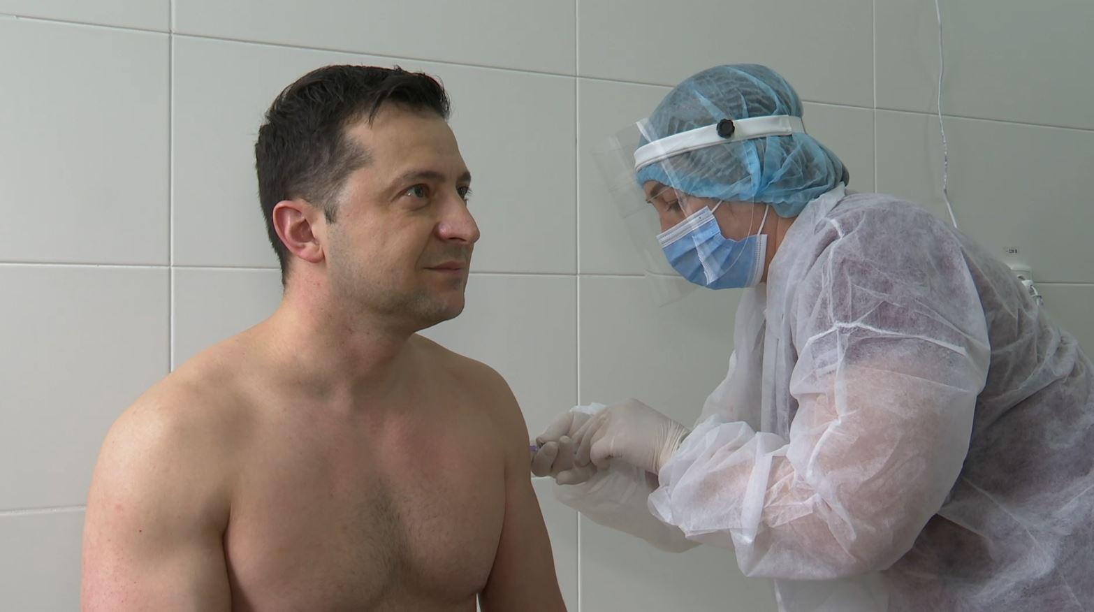 «Без вакцинации мы еще будем ещё долго ходить в масках, сидеть дома, болеть и дохнуть» — Алексей Давиденко