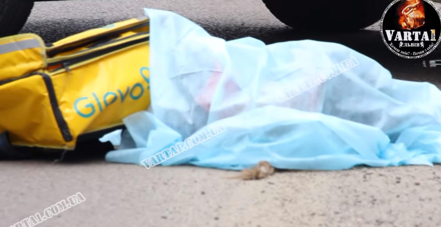 Водій BMW X5 на смерть збив кур'єрку Glovo (ВІДЕО 18+)