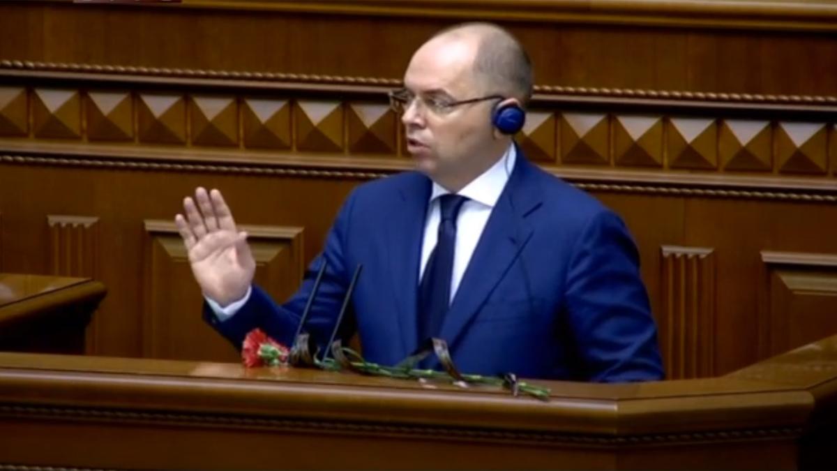 Степанову в Раде вручили похоронные гвоздики. Видео
