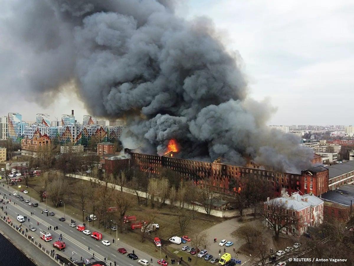 Масштабный пожар в Санкт-Петербурге на фабрике «Невская мануфактура»: фото, видео
