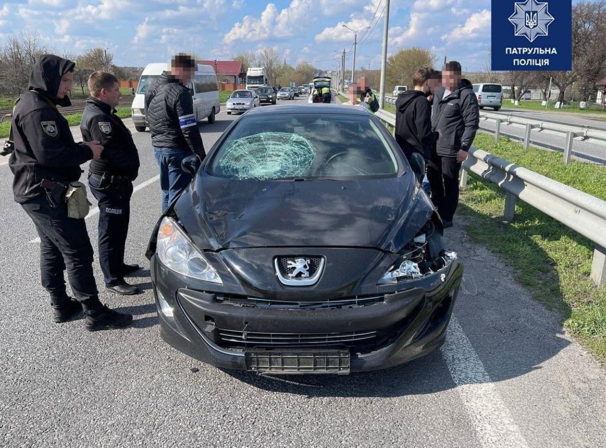 Дети, которых сбила 27-летняя водитель Peugeot, в реанимации. Им нужна помощь