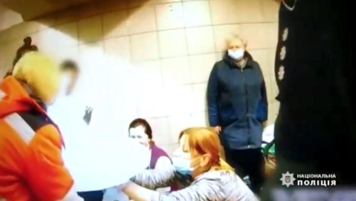 Появилось видео момента рождения ребенка на станции метро «Лесная»