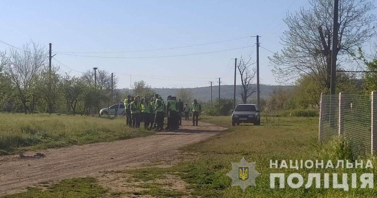 Роздягнена і в синцях: В Одеській області знайшли 4-річну дівчинку, яку всю ніч шукали понад 200 людей