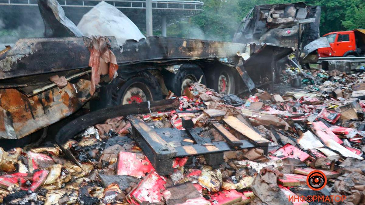 ДТП под Киевом: Два человека из легковушки погибли, пешеходу оторвало голову