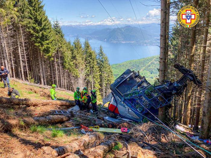Обрыв кабины на канатной дороге в Италии: погибло 14 человек