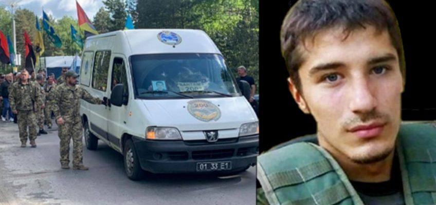 Зустрічали у сльозах і на колінах: тіло 23-річного захисника привезли у рідне місто на Рівненщині