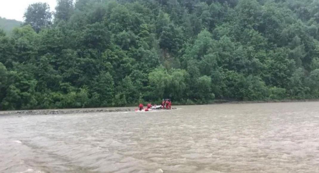 Шансів вижити не було: Тіло хлопчика, який послизнувся на камені і впав у річку, віднесло на 2 кілометри