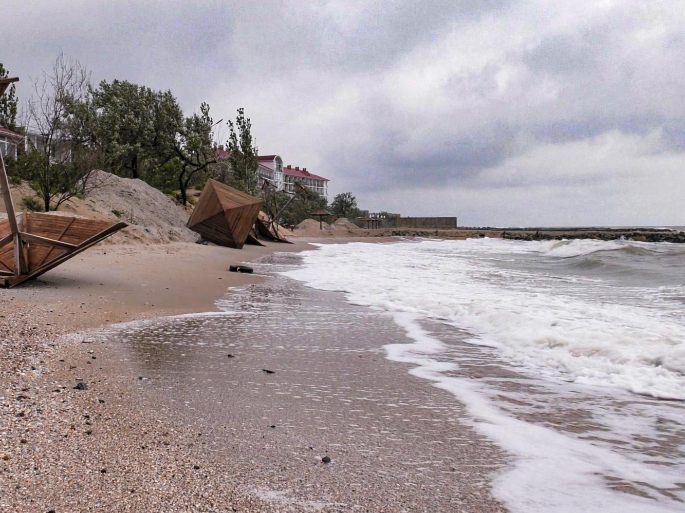 Скончалась девочка, которую вытащили из моря и откачали на пляже в Бердянске