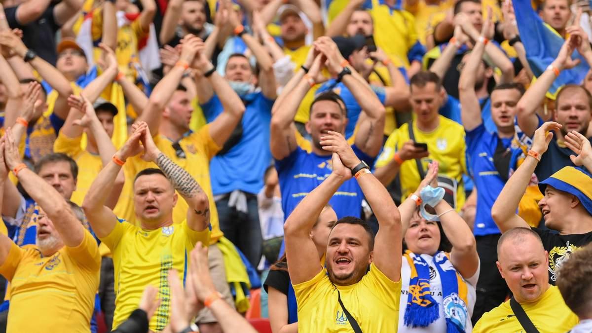 «Путін – ..йло»: українські фани заспівали хіт на матчі зі Швецією на Євро. Відео