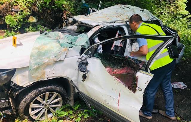 В Карпатах автівка злетіла в обрив: загинуло четверо людей (ФОТО)