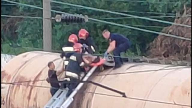 26-річну львів'янку вдарило струмом під час спроби зробити селфі на потязі