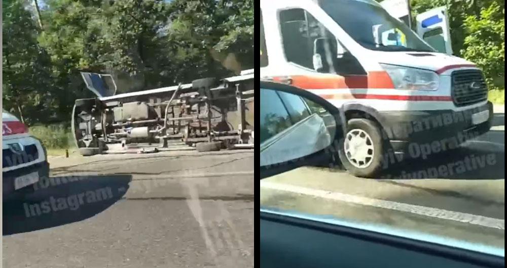 Серйозне ДТП на Гостомельській трасі: перекинулася маршрутка і багато поранених, відео