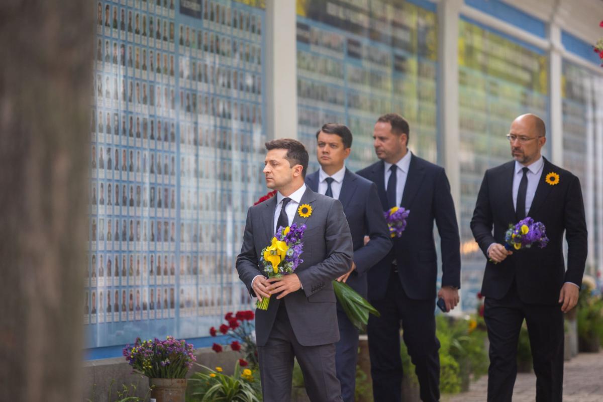 Сьогодні — 7 річниця Іловайська: Президент вшанував пам'ять загиблих захисників України