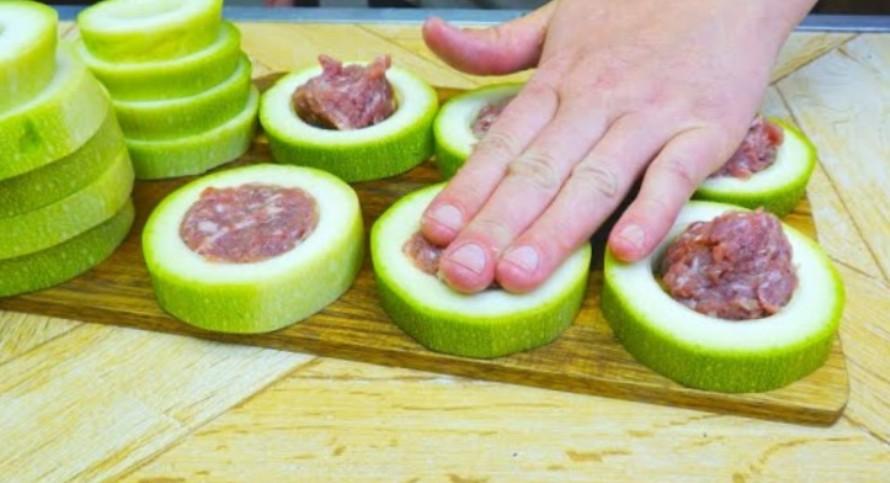 Кабачки с фаршем на сковороде: Съедаются, даже не успев остынуть
