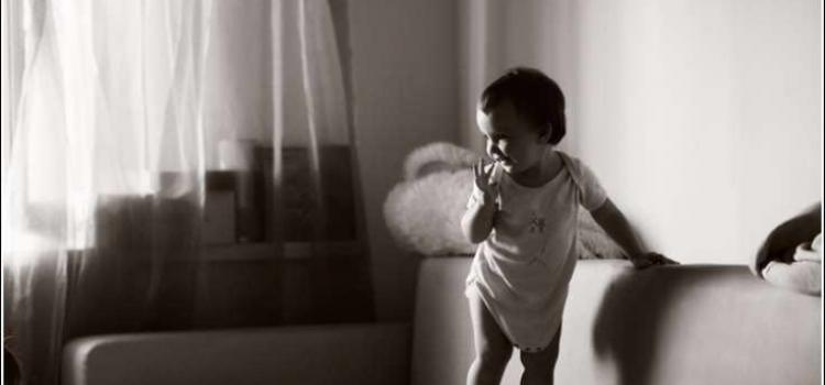 В Кривом Роге 2-летний мальчик упал с дивана, а позже ребенок умер в реанимации