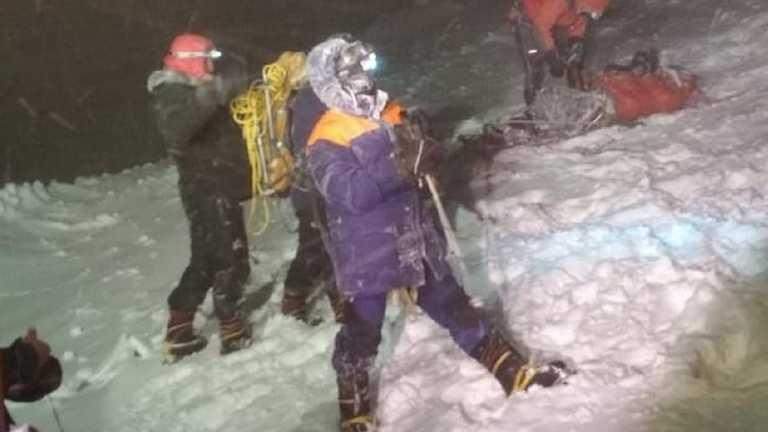 Дівчина знепритомніла та померла, інші замерзли: гіди розповіли про трагедію на Ельбрусі