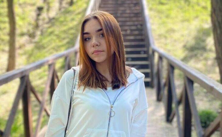«Красавица и отличница»: в Днепре спасают девочку, которая выпала с 6-го этажа