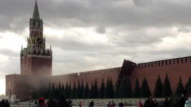 В Москве из-за сильного ветра отвалился кусок Кремля. Видео